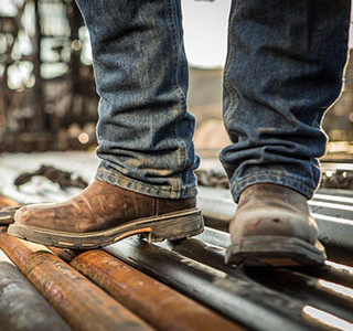 Article from our friends at Feedbuzz:  http://f.eed.bz                                     Foot Problems Related to Work Boots and the Solutions